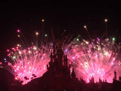 The fireworks display used all fireworks, projections and water fountains in unison, to tell the story with audio.